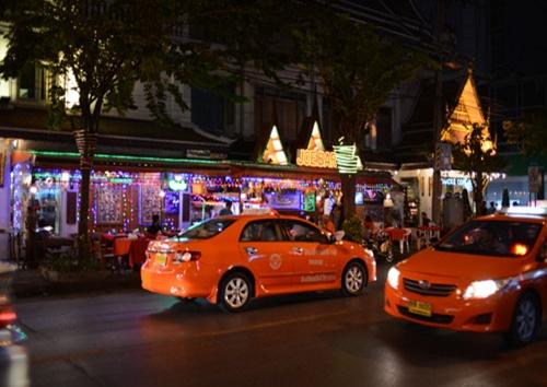 silom-patpong-nightmarket-gogobar9.jpg