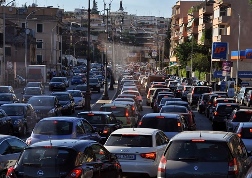 traffic in Rome.jpg